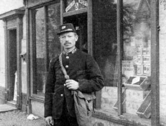 1915 Mr. Carter postman.Post master was Mr. Raymond.Post office moved to Jubilee House before the 2nd.WW to  Mr. Etheridge's then finally into Ashfields in Church Street .